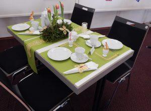 Ausstellung Klöppelrunde Petersberg gedeckter Tisch